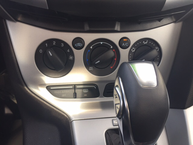 2014 Ford Focus SE 4dr Sedan - Chicopee MA