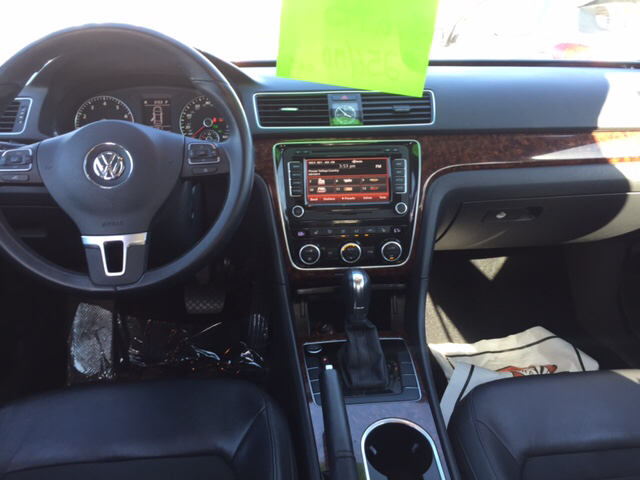 2013 Volkswagen Passat V6 SEL Premium 4dr Sedan - Chicopee MA