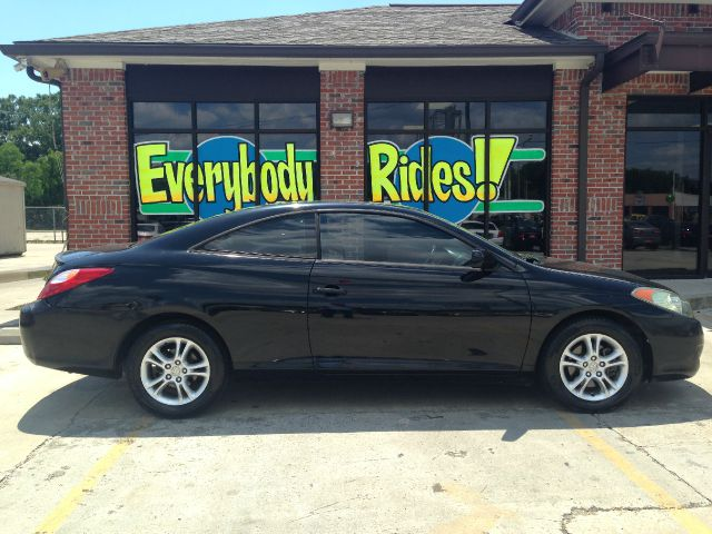 2006 TOYOTA CAMRY SOLARA SE 2DR COUPE 24L I4 5M black sporty little car great for the commute