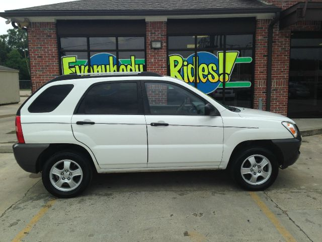 2007 KIA SPORTAGE LX 4DR SUV 2L I4 4A white all power equipment on this vehicle is in working o