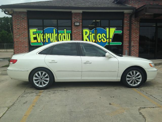 2006 HYUNDAI AZERA LIMITED 4DR SEDAN white all power equipment on this vehicle is in working orde