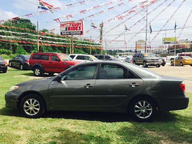 2005 TOYOTA CAMRY SE 4DR SEDAN abs - 4-wheel center console - front console with storage clock