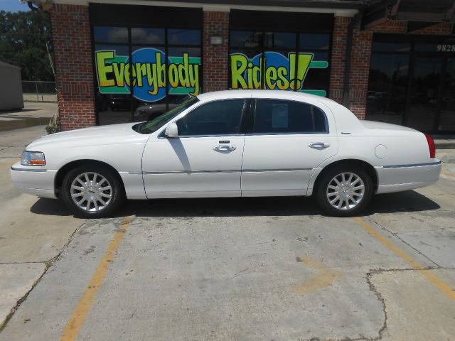 2007 LINCOLN TOWN CAR SIGNATURE 4DR SEDAN white one of the nicest cars we have for sale inside an