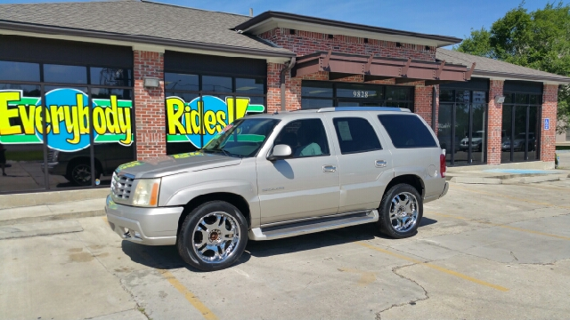 2005 CADILLAC ESCALADE BASE AWD 4DR SUV tan there are no electrical concerns associated with this