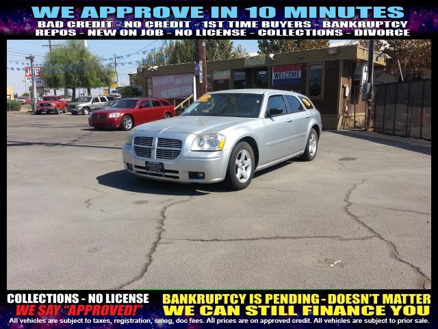 2006 DODGE MAGNUM silver  welcome take a test drive or call us if you have any questions you