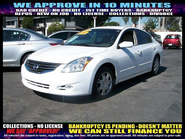 2012 NISSAN ALTIMA white  welcome take a test drive or call us if you have any questions you
