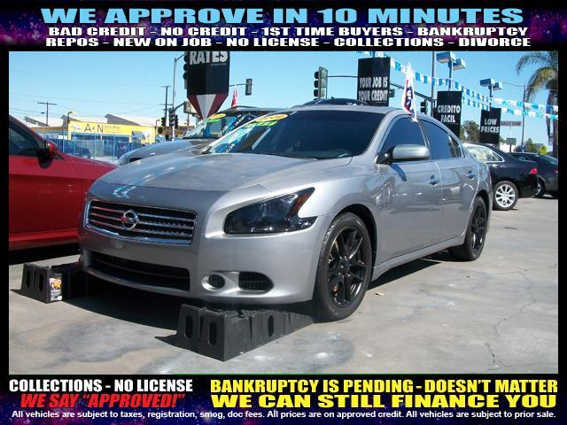 2009 NISSAN MAXIMA silver  welcome take a test drive or call us if you have any questions yo