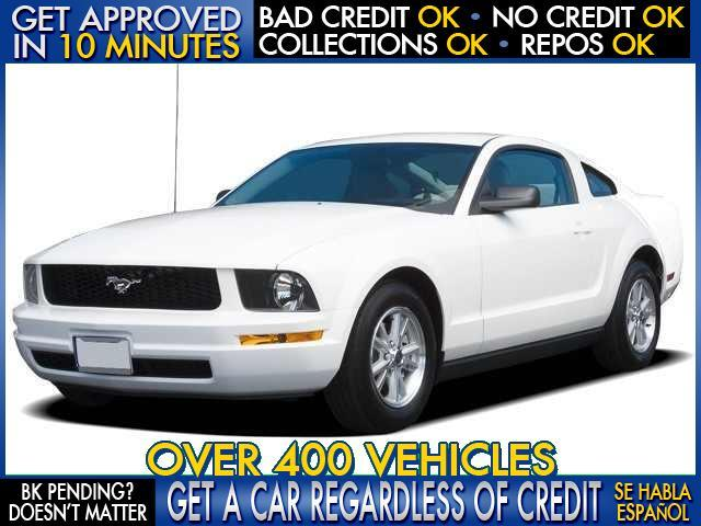 2006 FORD MUSTANG GT white  welcome take a test drive or call us if you have any questions y