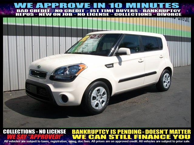 2012 KIA SOUL BASE 4DR WAGON 6A white welcome take a test drive or call us if you have any ques