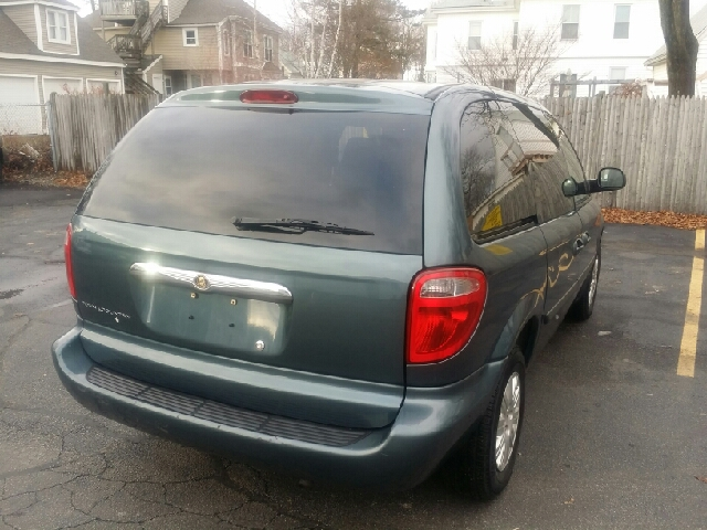 2006 Chrysler Town and Country for sale in ABINGTON MA