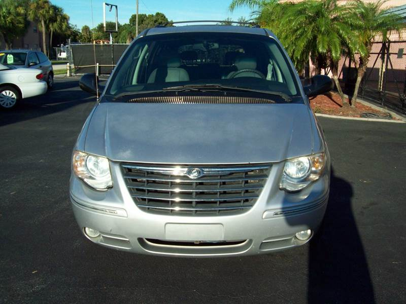 2005 Chrysler Town and Country Touring 4dr Extended Mini-Van - Fort Myers FL