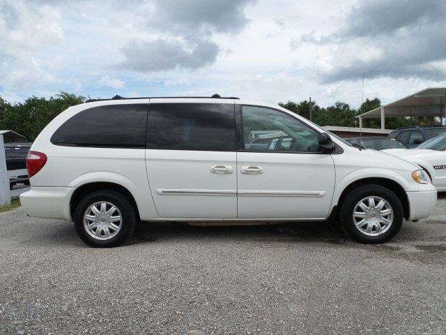 2005 chrysler town and country touring 4dr extended mini van in melbourne fl fleet lease. Black Bedroom Furniture Sets. Home Design Ideas