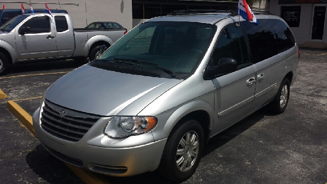 2005 CHRYSLER TOWN AND COUNTRY SIGNATURE SERIES 4DR EXTENDED MI silver clean tite