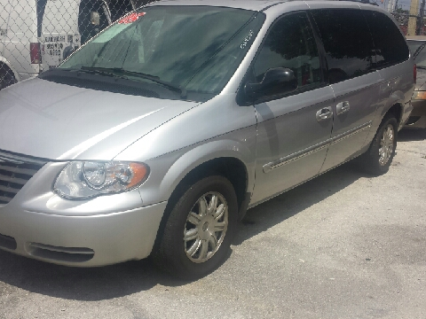 2005 Chrysler Town and Country for sale in Miami, FL