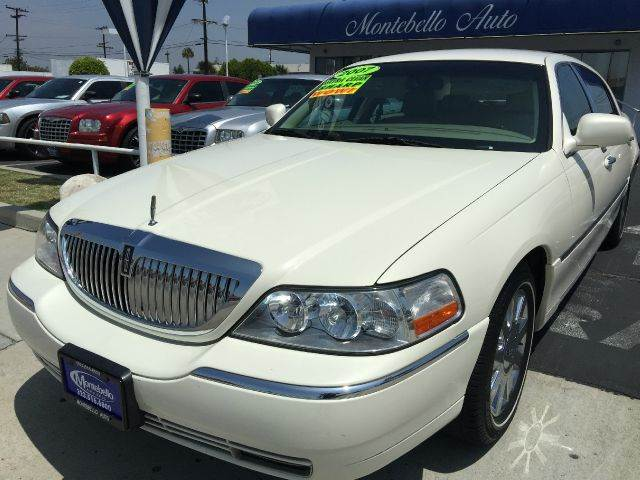 2007 LINCOLN TOWN CAR DESIGNER SERIES 4DR SEDAN off white cash price  plus aplicable  fees 2-stag