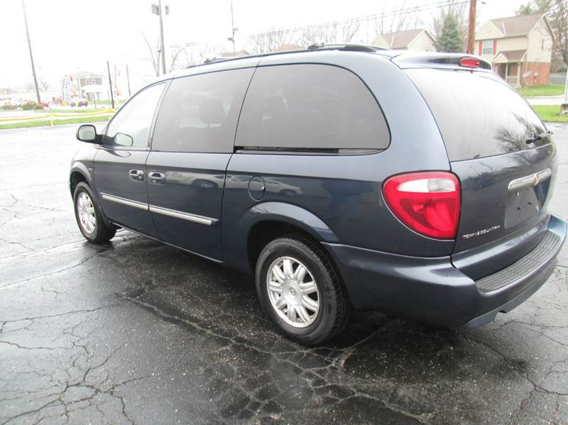 2007 Chrysler Town and Country Touring 4dr Extended Mini-Van - Lorain OH