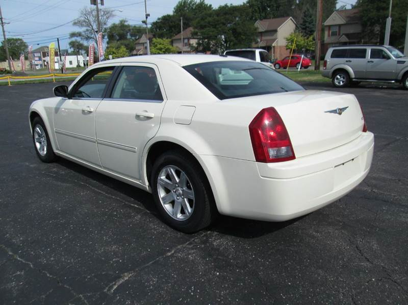 2007 Chrysler 300 4dr Sedan - Lorain OH