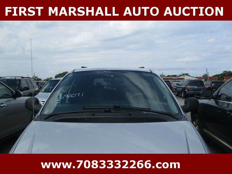 2006 chrysler town and country 4dr mini van in harvey il first marshall auto auction. Black Bedroom Furniture Sets. Home Design Ideas