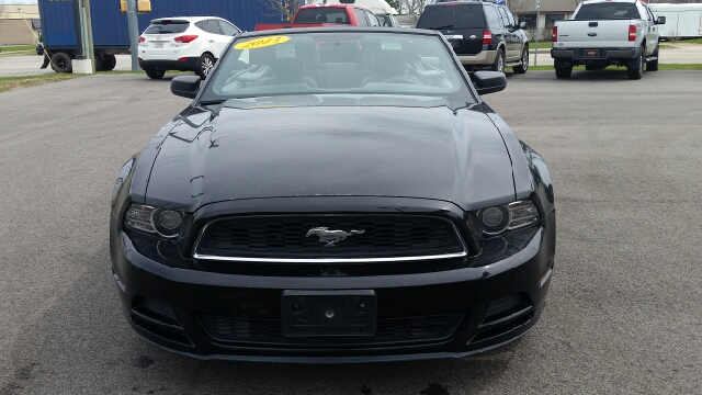 2013 Ford Mustang V6 2dr Convertible - Elkhart IN