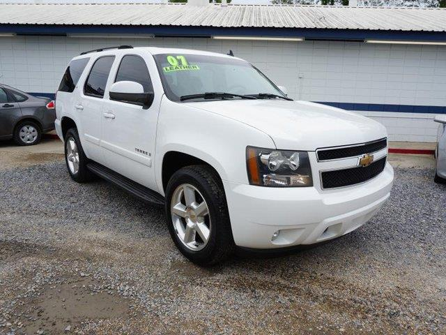 2007 CHEVROLET TAHOE LT 2WD summit white intermittent wiperstraction controltires - front all-s