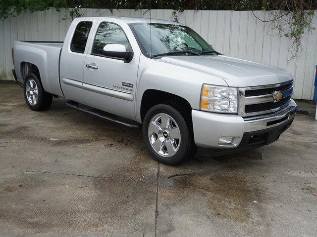 2011 CHEVROLET SILVERADO 1500 1500 LT 2WD 143WB sheer silver metallic auxiliary audio inputpasse