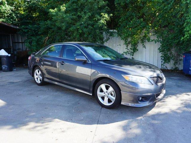 2011 TOYOTA CAMRY SE 4DR SEDAN 6A magnetic gray metallic power tiltsliding sunroofsatellite rad