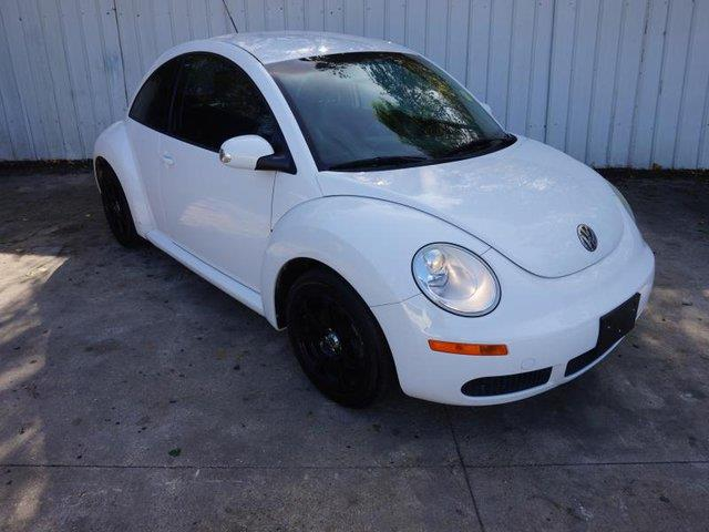 2010 VOLKSWAGEN NEW BEETLE BASE PZEV 2DR HATCHBACK 6A white passenger air bag onoff switchfront