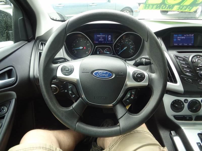 2013 Ford Focus SE 4dr Sedan - Worcester MA