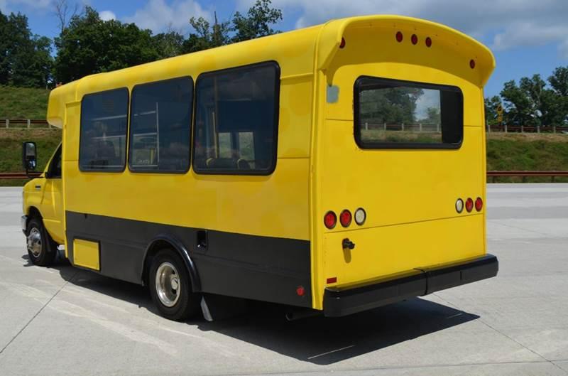 2010 Ford E-450 14 Passenger Shuttle Bus  - Medley WV