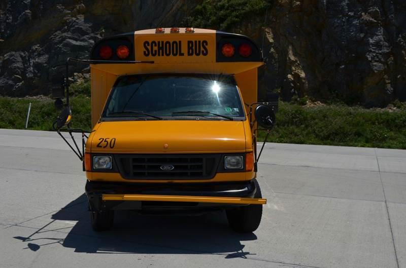 2003 Ford E450 20 Passenger Bus  - Medley WV