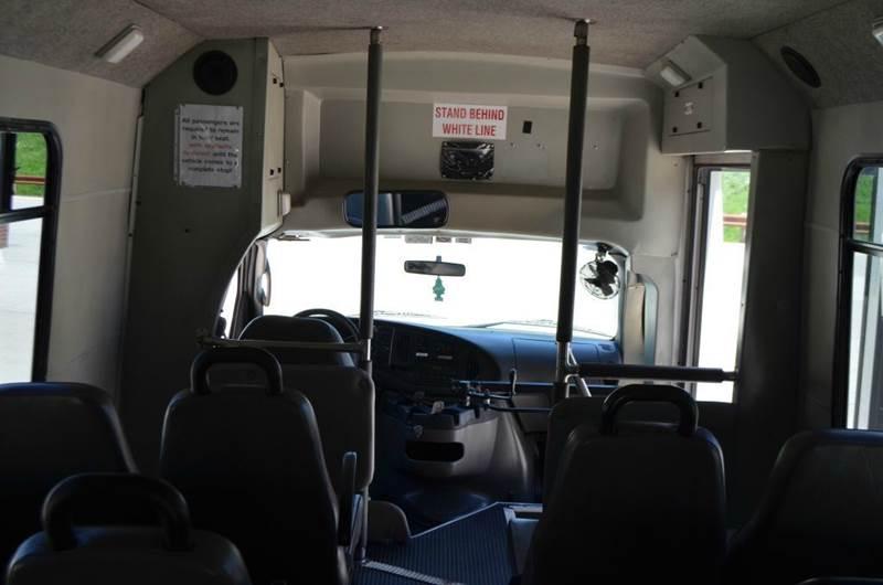2006 Ford E350 14 Passenger Shuttle Bus  - Medley WV