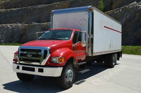 2005 Ford F750 24ft Box Truck w/ Liftgat