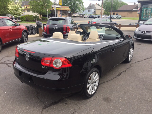 2011 Volkswagen Eos Komfort SULEV 2dr Convertible 6A - Holyoke MA