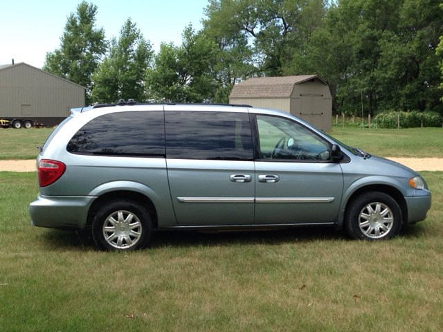 2006 chrysler town and country touring 4dr extended mini van in kranzburg sd town country auto. Black Bedroom Furniture Sets. Home Design Ideas