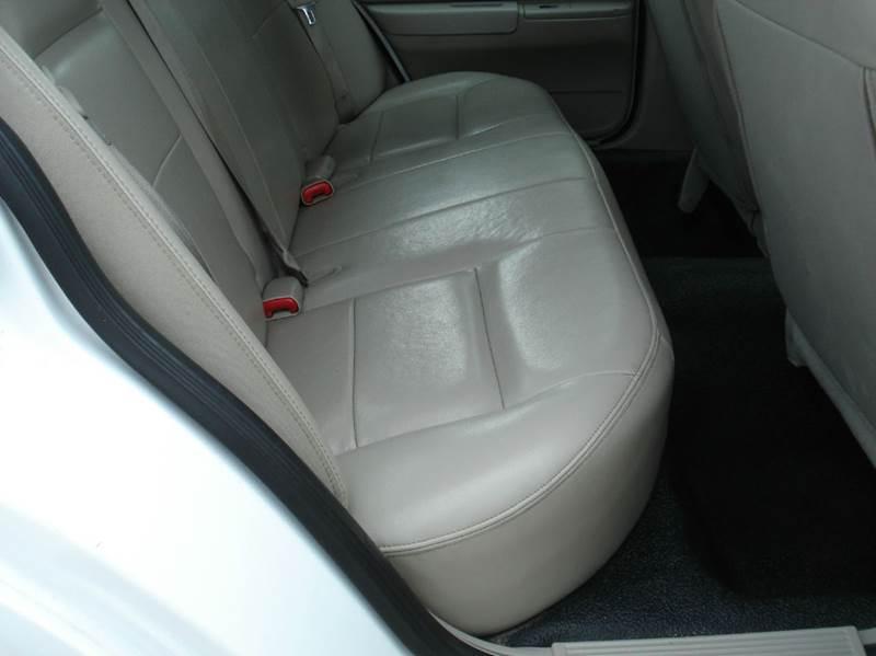 2011 Ford Crown Victoria Police Interceptor 4dr Sedan (3.27 Axle) - Hutchinson KS