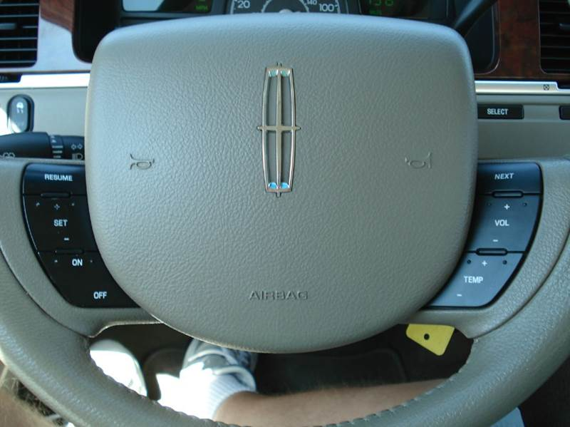 2005 Lincoln Town Car Signature 4dr Sedan - Hutchinson KS