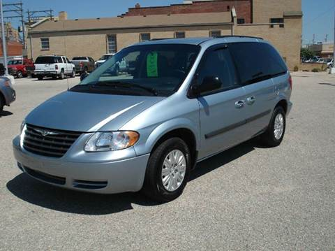 2005 Chrysler Town and Country for sale in Hutchinson, KS