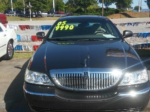 2005 Lincoln Town Car for sale in Huntsville, AL