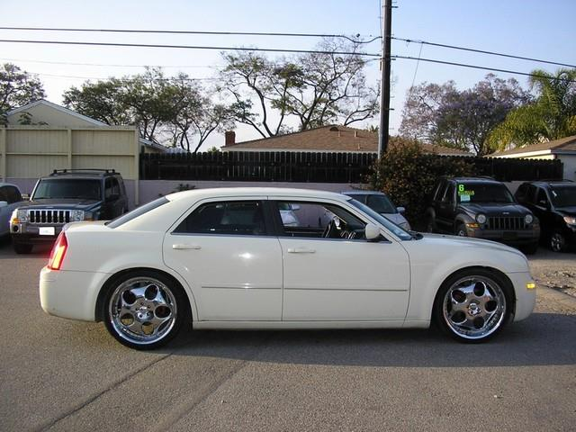 2005 CHRYSLER 300 TOURING 4DR SEDAN white limited warranty included to assure your worry-free pur