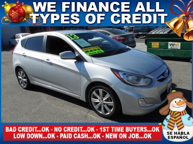 2013 HYUNDAI ACCENT SE 4DR HATCHBACK 6A silver limited warranty included to assure your worry-fre