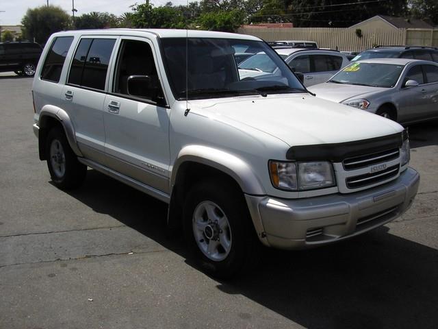 2001 ISUZU TROOPER LS 4WD 4DR SUV white amfmcassettecd playercd changeranti-theft4-wheel dr