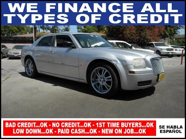 2006 CHRYSLER 300 BASE 4DR SEDAN silver limited warranty included to assure your worry-free purch