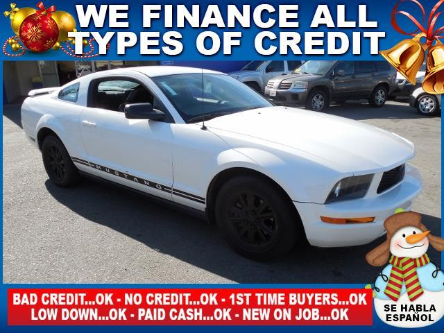 2005 FORD MUSTANG white limited warranty included to assure your worry-free purchase autocheck r