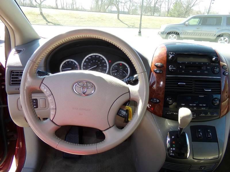 2005 Toyota Sienna XLE - Oconomowoc WI
