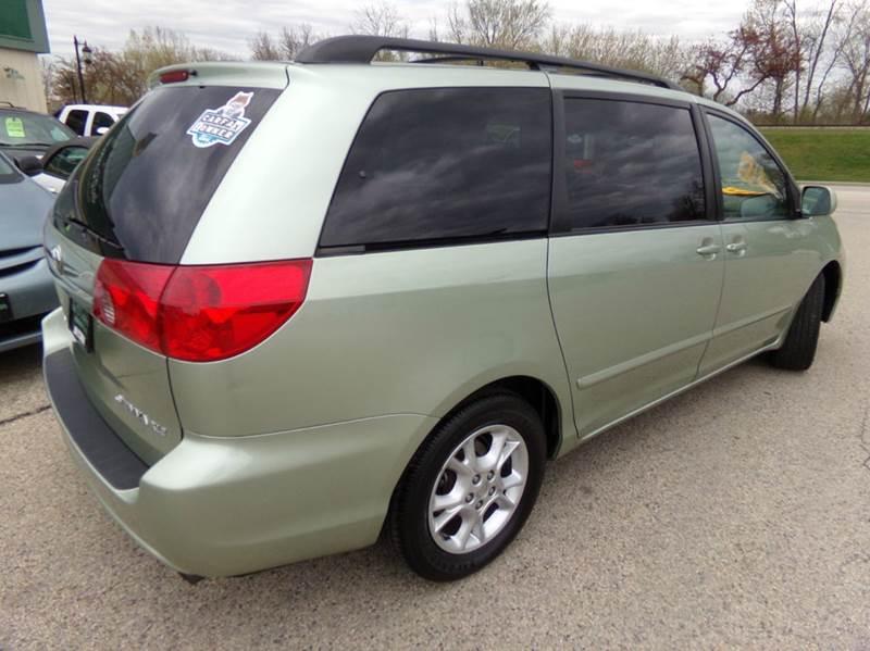2006 Toyota Sienna XLE - Oconomowoc WI