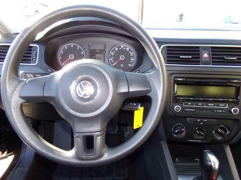 2014 Volkswagen Jetta S 4dr Sedan 6A - Oconomowoc WI