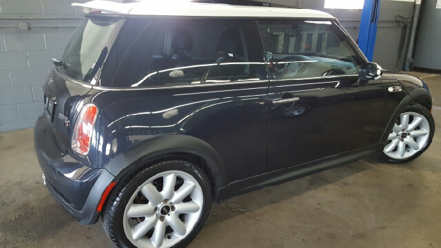 2006 MINI Cooper S 2dr Hatchback - Norwood MA