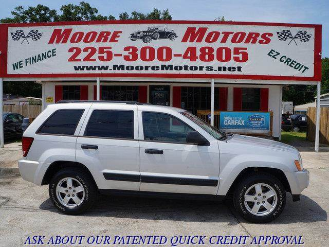 2006 JEEP GRAND CHEROKEE LAREDO 4DR SUV silver at moore motors everybody rides good credit bad