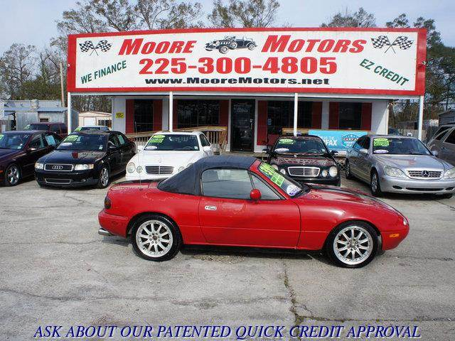 1993 MAZDA MX-5 MIATA BASE 2DR CONVERTIBLE red at moore motors everybody rides good credit bad