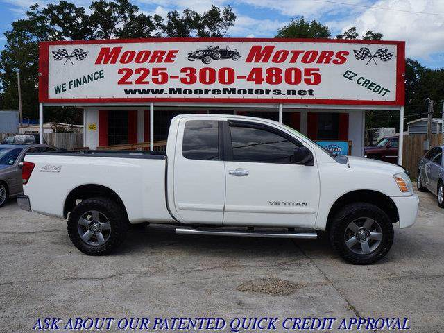 2006 NISSAN TITAN SE 4WD white at moore motors everybody rides good credit bad credit no probl